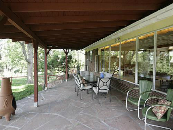 Use Midcentury Modern Design To Create An Outdoor Retreat